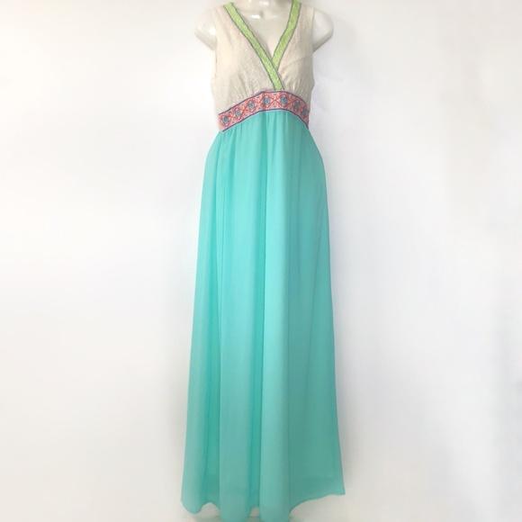 Flying Tomato Dresses & Skirts - Flying Tomato Dress Medium Maxi Boho Embroidered V